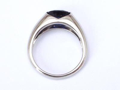 見惚れるサファイアの指輪 / ジュエリーリフォーム.com /